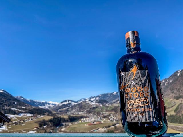 Bild Wood Stork Rum im Gebirge
