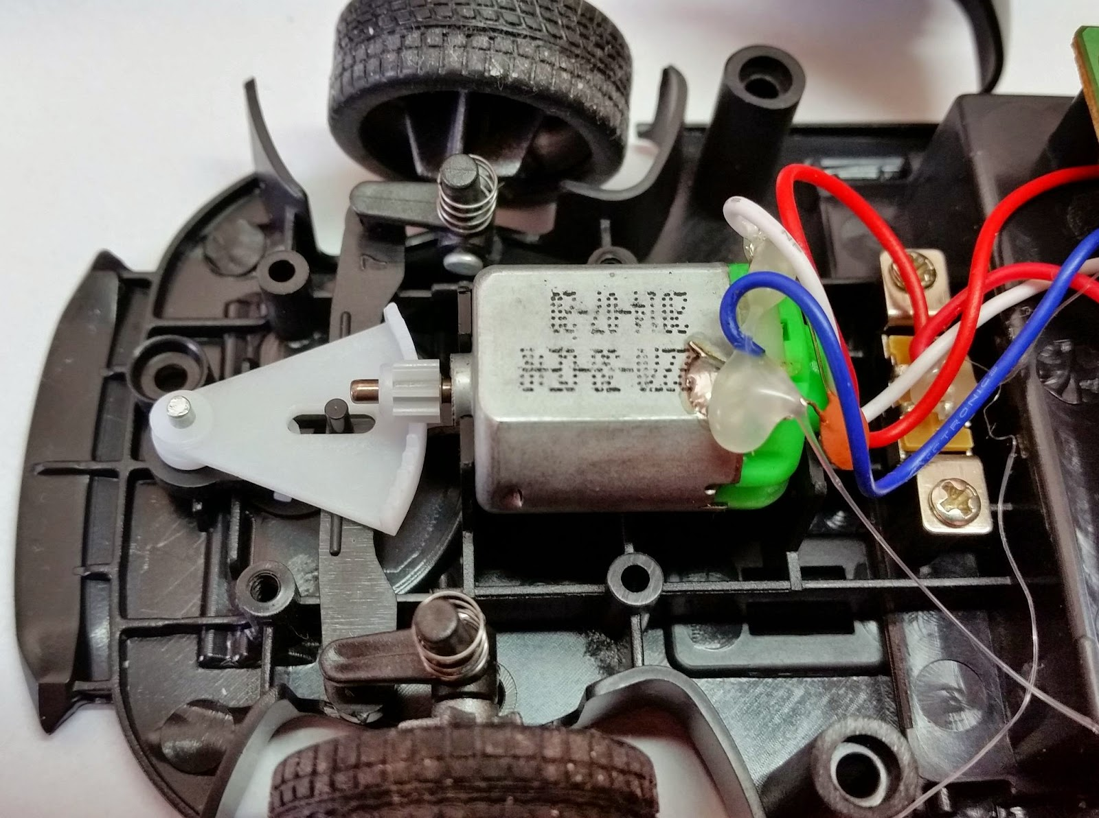 Hack Correlation: Convert A 27Mhz RC Car To 13.56Mhz