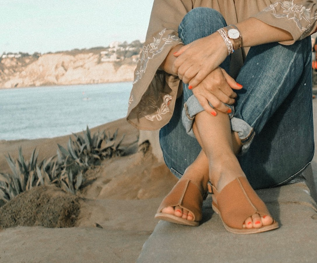 jerusalem sandals antika collection madewell boyfriend jeans outfit