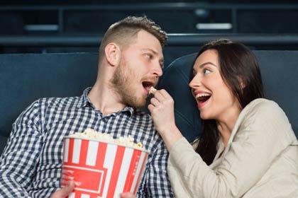 Film dengan genre sejenis ini memang kerap menyuguhkan cerita cinta yang layak ditonton  70+ Kata-kata Romantis Bahasa Inggris dalam Film dan Artinya