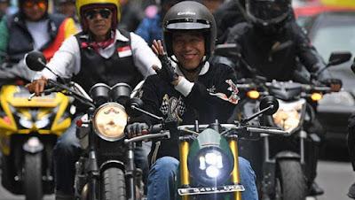 Jokowi Naik Kawasaki W175, Ridwan Kamil Tunggangi Royal Enfield