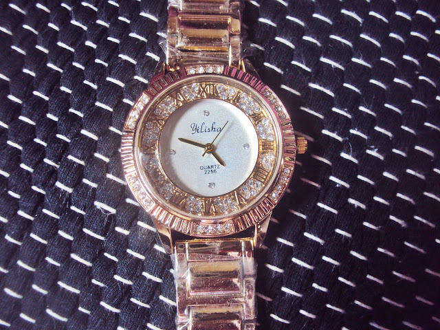 http://www.zaful.com/steel-band-rhinestone-watch-p_233014.html?lkid=21013