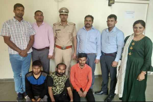 cyber-cell-sector-30-arrested-fraud-gaing-looting-by-offering-lone-news