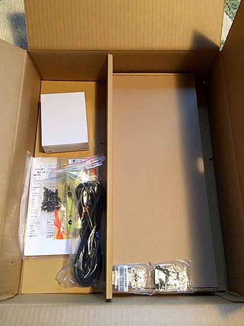 付属品の箱を開けてみます