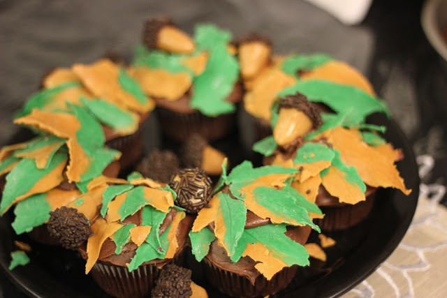 Hello, Cupcake Fall Wreath Cupcakes