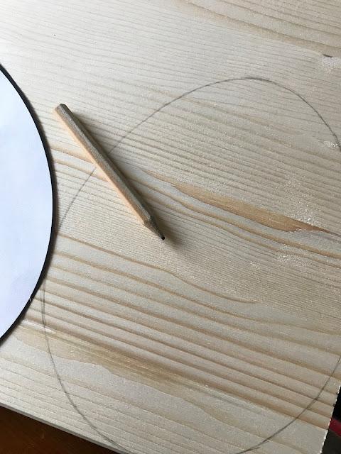 Osterhase aus Holz mit Drahtohren - Umriss anzeichnen