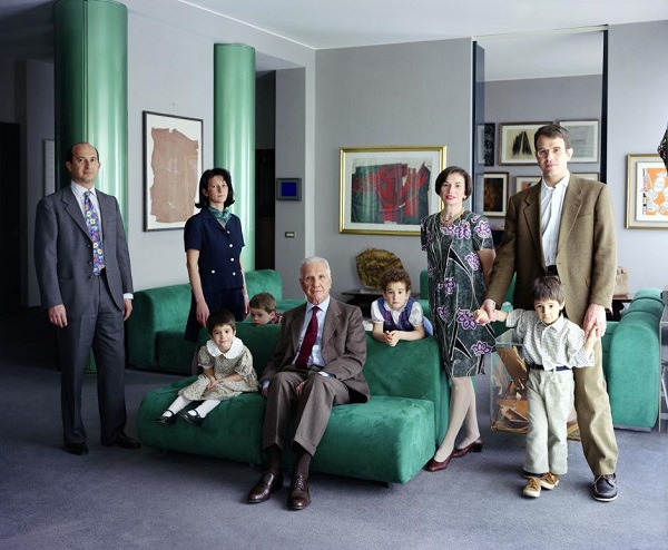 por Thomas Struth - The Consolandi Family, Mailand, 1996 (2014)