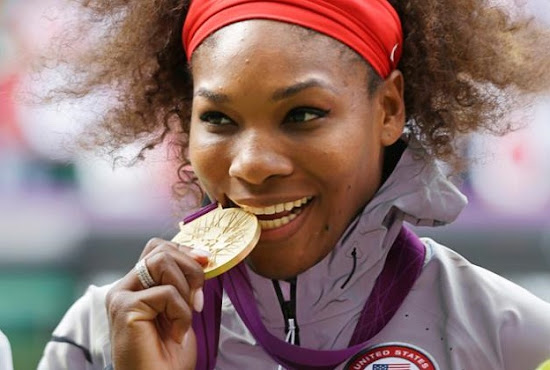 Serena Williams bites Gold medal in London Olympic 2012