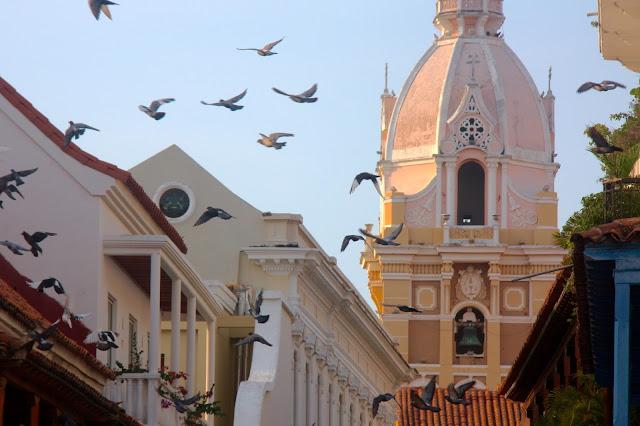 Pela cidade amuralhada, em Cartagena das Índias