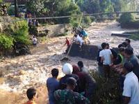 Pencarian 2 Korban Hanyut di Sungai Cimanuk Di Hentikan