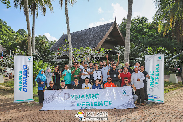 A group photo with some of  the participants for PETRONAS Dynamic Xperience Road Trip before we go back KL