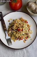 (Salatka z kuskusem, kurczakiem i migdałami