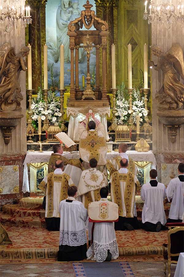 Tradinews la porte latine ordination sacerdotale de m for Porte latine