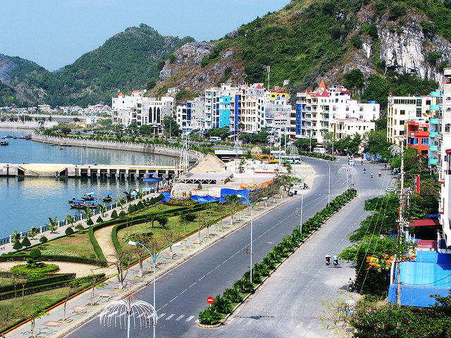 journey from hanoi to halong bay