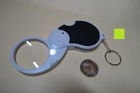 Erfahrungsbericht: Einklappbare Alltags Lupe mit LED Licht - Kompakt und überall einsetzbar