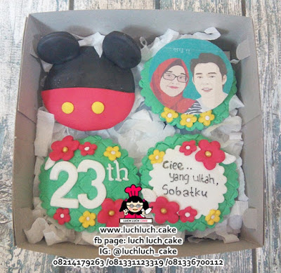 Cupcake Fondant 2d Mickey Mouse and Kpop Yoochun