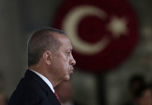 Συνεχίζει τις απειλές ο Ερντογάν
