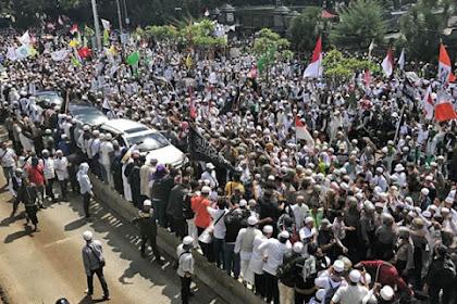Provokator Berkalung ID Press Alias Wartawan, Masuk ke Kerumunan Massa 313 dan Bikin Ricuh