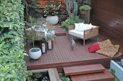 Modern courtyard deck design idea
