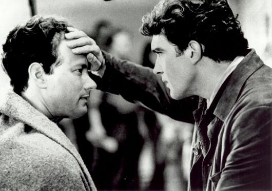 Andrew Beckett (Tom Hanks) e Miguel (Antonio Banderas)