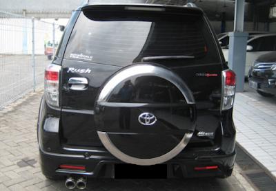 Eksterior Belakang Toyota Rush Edisi Ketiga