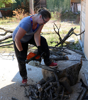 Chainsawing - awesome woman!