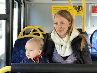 Christkind und Marie im Bus
