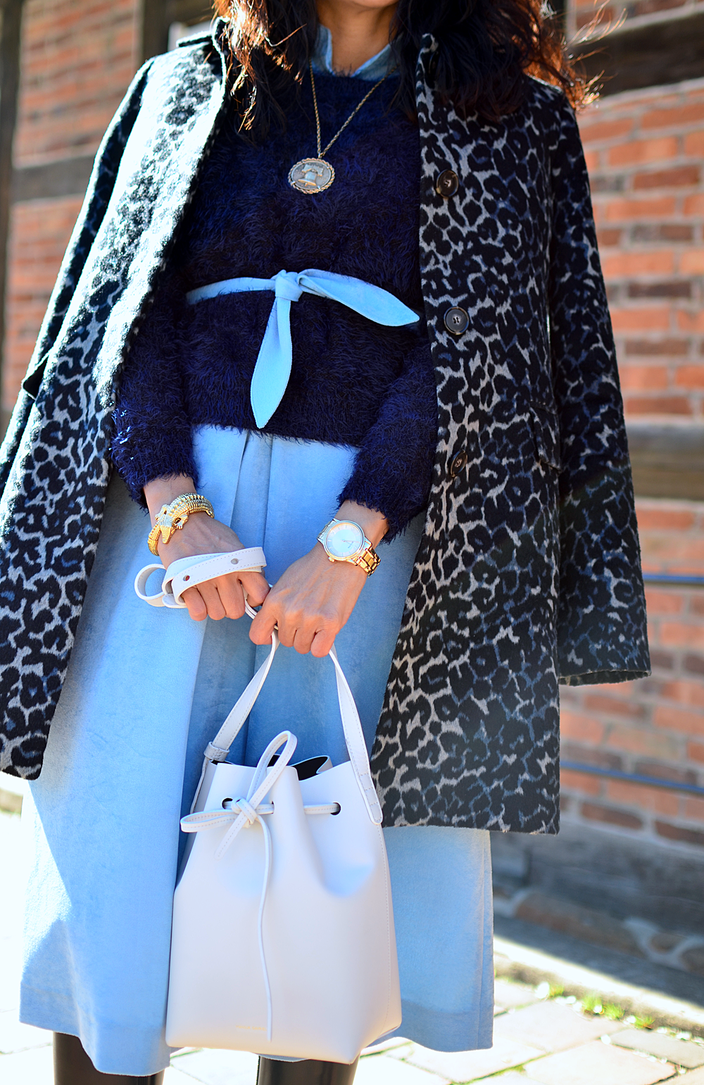 Gold accessories street style