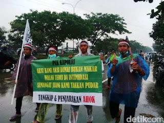Massa Aksi Damai Bela Islam 212 Tiba di Kota Bandung