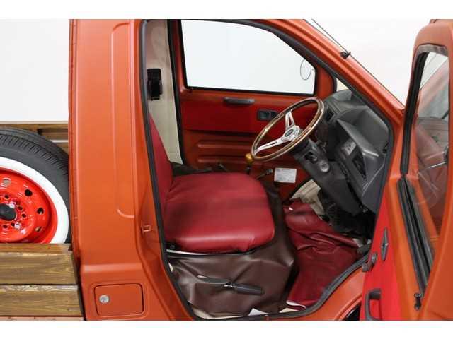 Daihatsu Midget II Retro interior