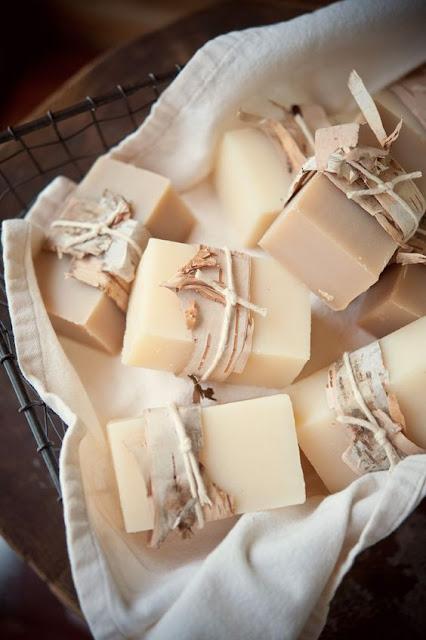 Jabones naturales para los invitados de tu boda - Foto: www.weddingchicks.com
