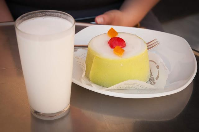 Latte di mandorla + cassata; Noto, Sicily