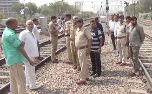 Manoj dies of RPF jawan, trapped between foot train and station after being hit by the train