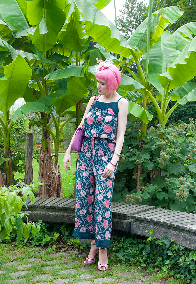 jumpsuit look, Gucci, flamingo fascinator