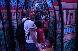 La familia en el interior del secreto de los Mayas.