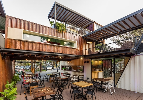 00-Shipping-Container-Architecture-6-Restaurants-in-the-Contenedores-Food-Place-www-designstack-co