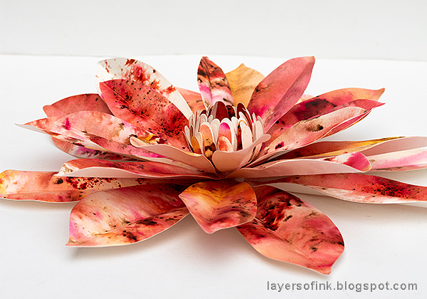 Layers of ink - DIY Dahlia Paper Flowers Tutorial by Anna-Karin Evaldsson with Sizzix David Tutera dies.