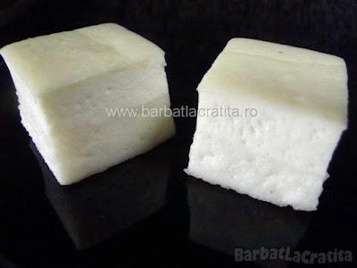 Doua prajiturele simple cu branza si gris (imaginea retetei)