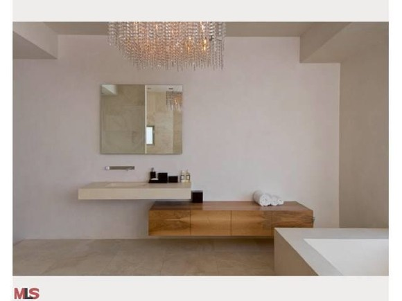 To Da Loos Kanye West S Modern Beige Hollywood Bathroom