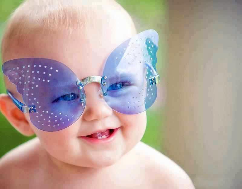 yaramaz bir çocuk bebek resmi