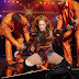 Jennifer López sufrió doloroso incidente en pleno concierto