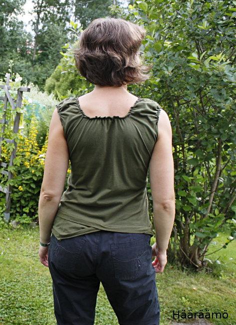 Vihreä rimpsupaita takaa