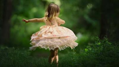 dancing-verycute-babygirl-in-the-garden-photos