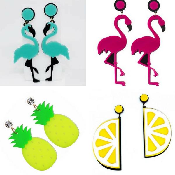 Brincos divertidos de flamingo e frutas