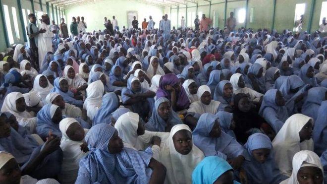 Kidnapped Dapchi schoolgirls 'freed in Nigeria'