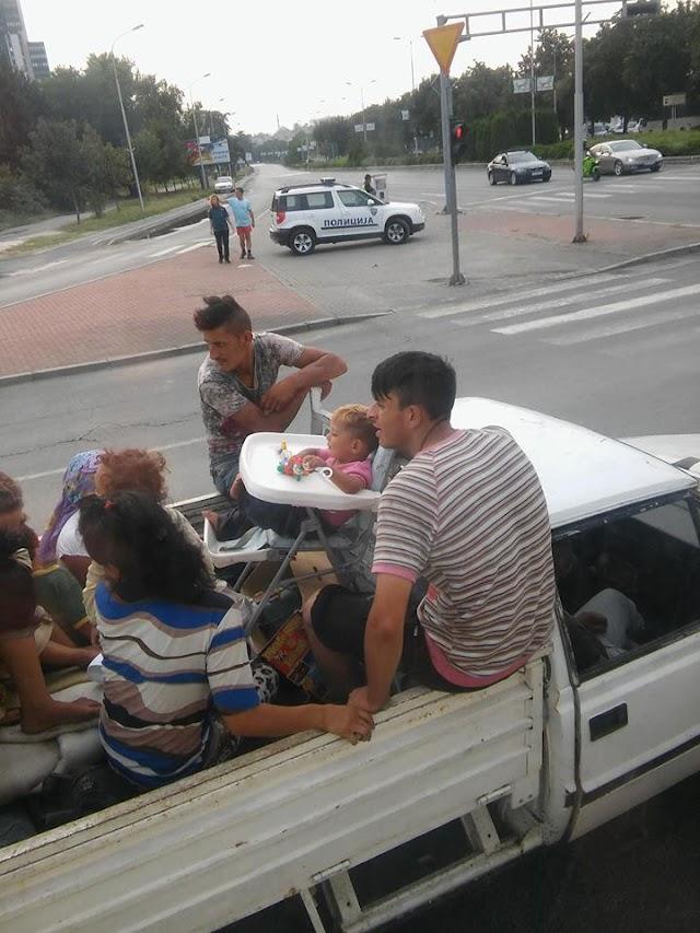 Bild des Tages - Familientransport in Skopje