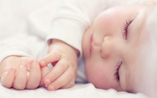 potong kuku bayi ketika tertidur