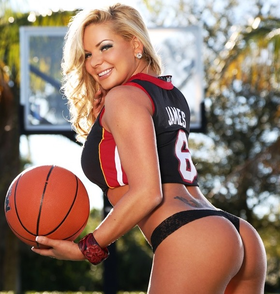 Hot basketball boys vs girls