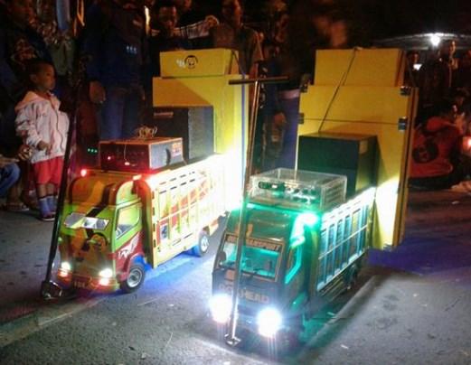 aneka miniatur truk malang selatan