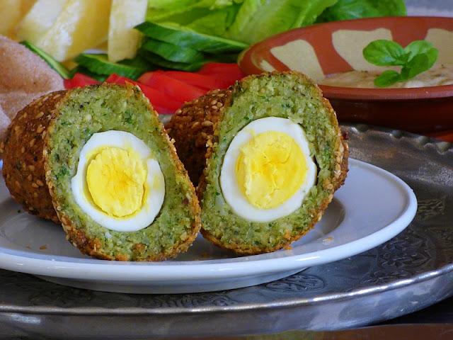Taameya mit Ei gefüllt Ägypten Rezept vegetarisch